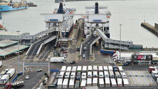 Près de Douvres (Angleterre) un test logistique organisé le 17 janvier 2019 pour évaluer la possibilité d'éviter des embouteillages en cas de Brexit fin mars (illustration). (GLYN KIRK / AFP)