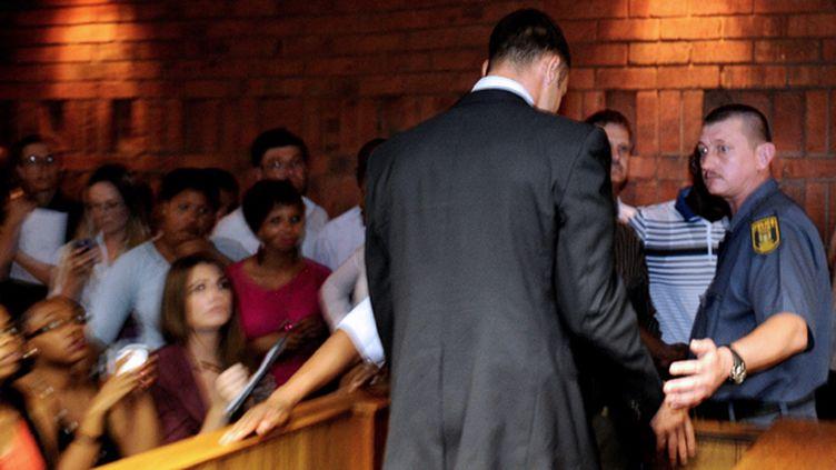 Oscar Pistorius au tribunal (STEPHANE DE SAKUTIN / AFP)