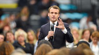 Emmanuel Macron lors d'un débat à Pessac (Gironde), le 28 février 2019. (NICOLAS TUCAT / AFP)
