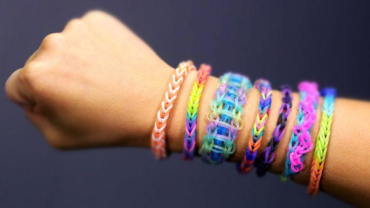 Les bracelets Rainbow Loom ont envahi les cours de récréation françaises, depuis le début de l'année. (  MAXPPP)