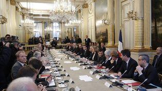Emmanuel Macron et les membres du gouvernement reçoivent les syndicats et responsables politiques, à l'Elysée, le 10 décembre 2018. (YOAN VALAT / AFP)