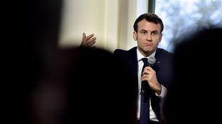 Emmanuel Macron en déplacement à Pau (Pyrénées-Atlantiques), le 14 janvier 2020. (GEORGES GOBET / AFP)