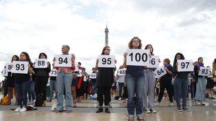 Des militantes du collectif #NousToutes, le 1er septembre 2019 au Trocadéro, à Paris. (ZAKARIA ABDELKAFI / AFP)
