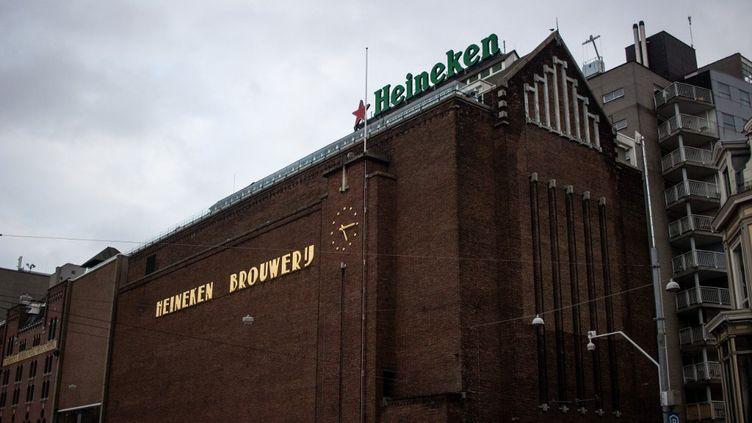 Un bâtiment du brasseur Heineken, à Amsterdam (Pays-Bas), le 28 février 2019. (MARTIN BERTRAND / HANS LUCAS / AFP)