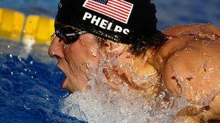 Le nageur américain Michael Phelps lors de la finale du 200 mètres papillon aux Mondiaux de natation à Rome, le 29 juillet 2009. (FILIPPO MONTEFORTE / AFP)