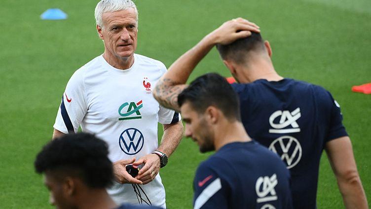 Didier Deschamps lors de l'entraînement de l'équipe de France, le 20 juin à Budapest (FRANCK FIFE / AFP)