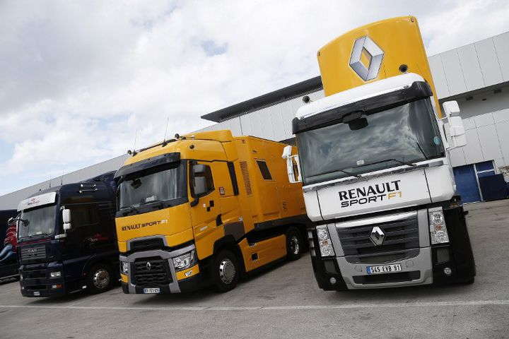 Des poids lourds Renault Trucks en Espagne, le 4 février 2015. (DPPI MEDIA / AFP)