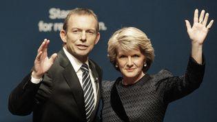Le leader du Parti libéral australien, Tony Abbott, et sa vice-présidente, Julie Bishop, le 8 août 2010, à Brisbane (Australie). Le premier est désormais Premier ministre et la seconde ministre des Affaires étrangères. (DANIEL MUNOZ / REUTERS)