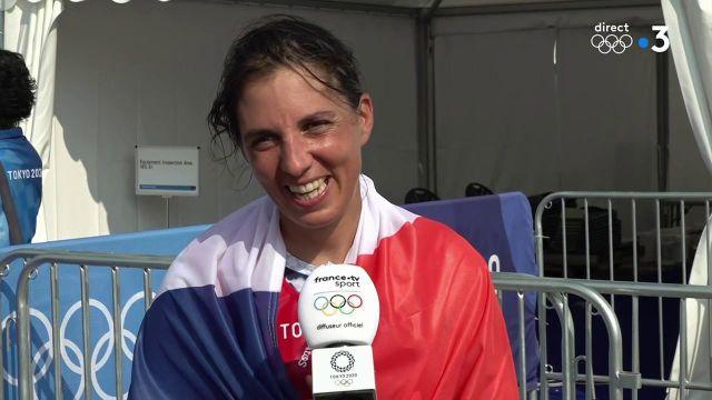 Après sa médaille d'argent, Charline Picon apparaît heureuse de repartir avec une médaille dans des conditions plutôt difficiles.   La première réaction de la quinzième médaillée tricolore.
