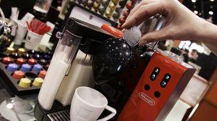 Nespresso et ses capsules de café sont vendus partout dans le monde. (JEFF HAYNES / AFP)