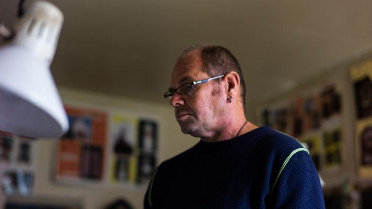 Benoît Ménager, projectionniste du cinéma de Mons-en-Montois, en Seine-et-Marne, en septembre 2017. (MATTHIEU MONDOLONI / FRANCEINFO)