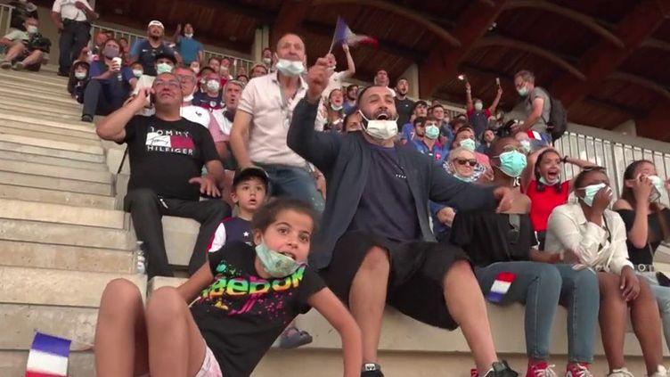 L'équipe de France de football a remporté son premier match de l'Euro face à l'Allemagne, mardi 15 juin.L'ambiance état survoltée à Bron (Rhône), ou les supporters ont encouragé l'enfant du pays, Karim Benzema.  (CAPTURE ECRAN FRANCE 2)