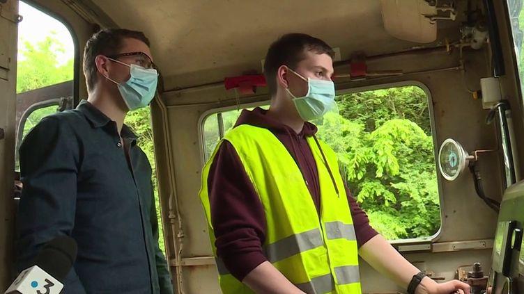 Dans l'Eure, une association de passionnés propose à des jeunes d'apprendre à conduire un ancien locotracteur. (CAPTURE ECRAN FRANCE 3)