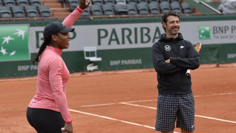 Le coach Patrick Mouratoglou souhaite succéder à Amélie Mauresmo à la tête de la Fed Cup. Ici en 2015, avec la joueuse Serena Williams. (MIGUEL MEDINA / AFP)
