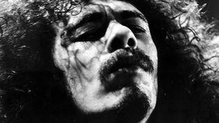 """Carlos Santana dans le documentaire """"Soul to soul"""" (1971), réalisé par Denis Sanders, et qui relatait le grand concert d'Accra, au Ghana, du 6 mars 1971  (Kobal / The Picture Desk / AFP)"""