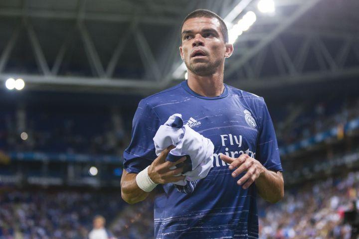 Pepe, le 18 septembre 2016 à Bacelone (Espagne), lors d'un match du Real Madrid. (URBANANDSPORT / NURPHOTO / AFP)