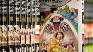 """Des mangas """"One piece"""" exposés au Salon du livre de Paris, le 18 mars 2019. Photo d'exposition. (JOEL SAGET / AFP)"""