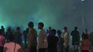 Aux États-Unis, un nouveau regain de tensions a eu lieu après la mort d'un jeune homme noir abattu par la police à Atlanta, en Géorgie, trois semaines après la mort de George Floyd. (FRANCE 2)