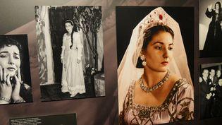 """Sur un mur d'images de l'exposition """"Maria by Callas"""" à la Seine Musicale.  (Lorenzo Ciavarini Azzi/Culturebox)"""