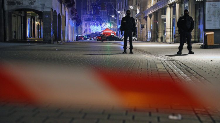 La cellule médico-psychologique place Gutenberg après les coups de feu tirés au marché de Noël au centre ville de Strasbourg le 11 décembre 2018. (JEAN-MARC LOOS / MAXPPP)