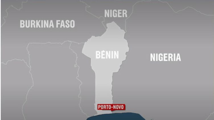 Samedi 4 mai, trois jours après la disparition de deux Français et de leur guide au Bénin, un corps a été retrouvé. Stéphanie Perez apporte des précisions sur la situation dans le pays. (FRANCE 2)