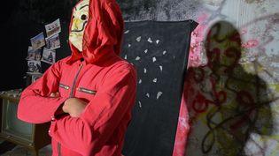 """A Mossoul, des jeunes ont endossé les tenues de la série """"La Casa de papel"""" pour reprendre """"Bella ciao"""" en soutien au mouvement de contestation irakien (ZAID AL-OBEIDI / AFP)"""