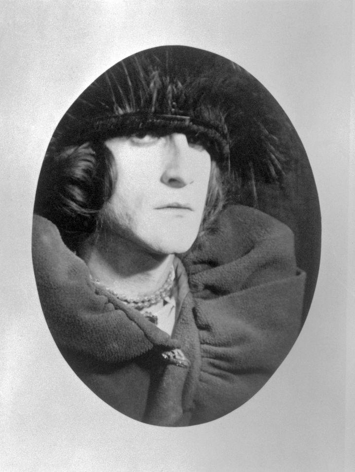 Marcel Duchamp déguisé en son alter-ego féminin Rose Selavy. Une photo signée Man Ray. (BETTMANN / GETTY IMAGES)