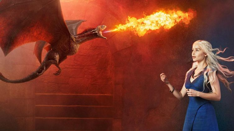 """Emilia Clarke incarne Daenerys Targaryen dans la série """"Game of Thrones"""".  (HBO)"""