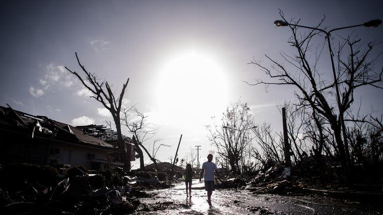 A Tacloban (Philippines), le 15 novembre 2013, une semaine après le passage du typhon Haiyan. (PHILIPPE LOPEZ / AFP)
