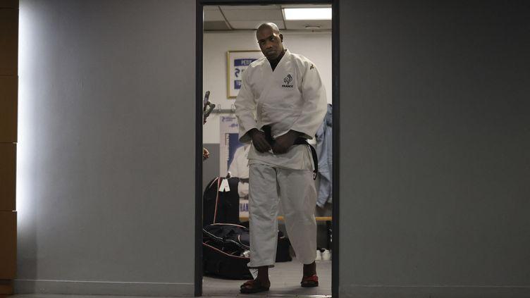 Teddy Riner pendant une séance d'entraînement avec d'autres judokas français avant les Jeux olympiques de Tokyo, le 22 juin 2021 à Paris. (THOMAS COEX / AFP)
