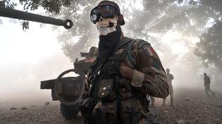 A Nionio, au Mali, un légionnaire porte un foulard à tête de mort, le 20 janvier 2013. Cette photo a déclenché une polémique. (ISSOUF SANOGO / AFP)
