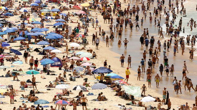 Des Australiens se baignent à Sydney, le 7 janvier 2018. (STRINGER . / X80002)