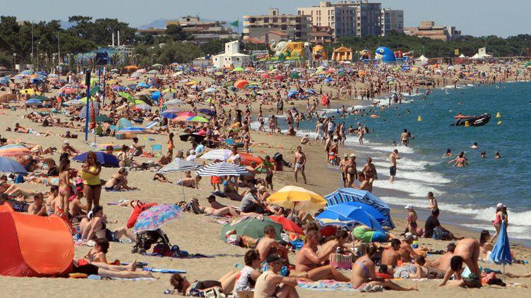 Une plage d'Argelès-sur-Mer le 30 juin 2013. (RAYMOND ROIG / AFP)