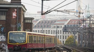 Un train S-Bahn, à Berlin, le 5 novembre 2014. (JOHN MACDOUGALL / AFP)