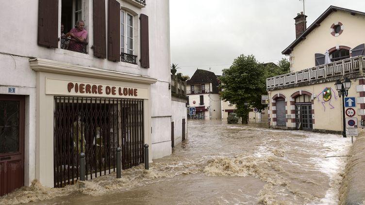 Inondations à Salies-de-Béarn, le 13 juin 2018. (IROZ GAIZKA / AFP)