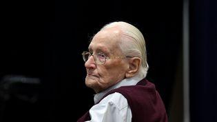 L'ancien comptable d'Auschwitz Oskar Gröning, lors de son procès en juillet 2015, à Lunebourg (Basse-Saxe, Allemagne). (RONNY HARTMANN / AFP)