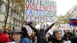 Une manifestation contre les violences faites aux femmes, le 22 novembre 2014 à Paris. (FRANCOIS GUILLOT / AFP)