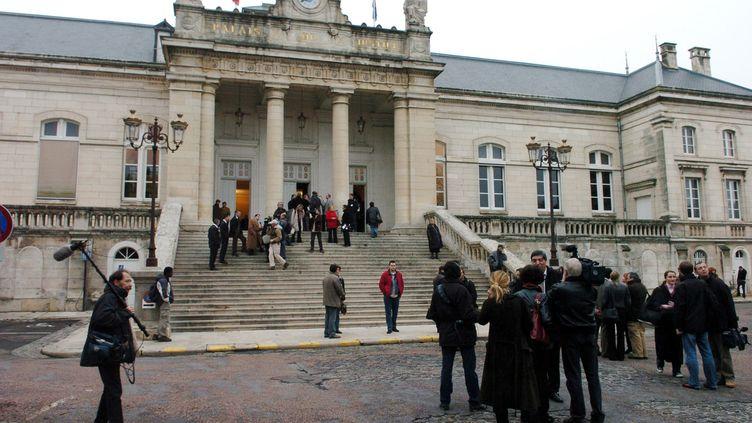 Le palais de justice d'Auxerre (Yonne) en 2004. (JEAN-PHILIPPE KSIAZEK / AFP)