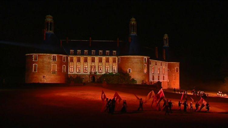 Le château de Saint-Fargeau lors du spectacle de l'été 2019 (CAPTURE D'ÉCRAN FRANCE 3)