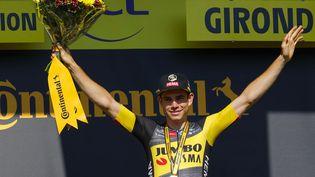 Wout van Aert, après sa victoire à la 19e étape du Tour de France, entre Libourne et Saint-Emilion. (THOMAS SAMSON / AFP)