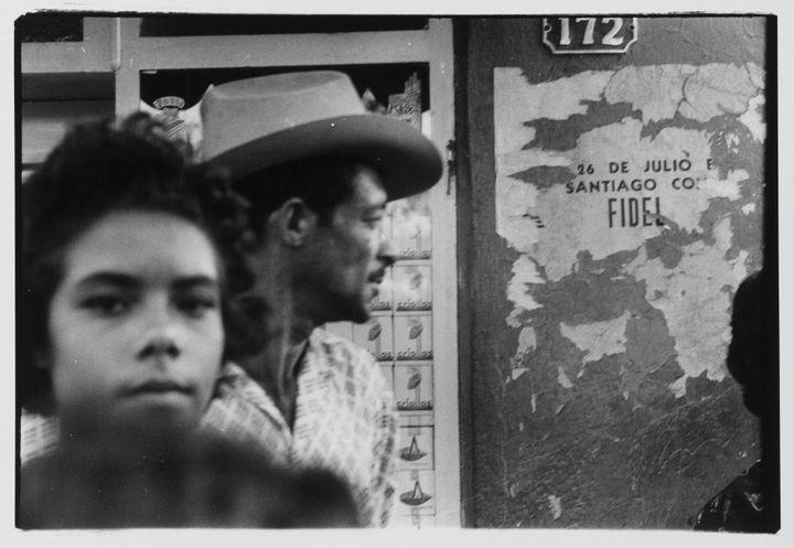 Agnès Varda, Cuba, Arrivée de l'órgano de Manzanillo, banlieue de Bayamo, 1963, Collection Centre Pompidou, Paris, Musée national d'art moderne - Centre de création industrielle   (Centre Pompidou, MNAM-CCI / Georges Meguerditchian / Dist RMN-GP © Agnès Varda)
