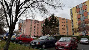 L'immeuble de Clermont-Ferrand où un homme mis en examen, samedi 25 février, dans une enquête antiterroriste, avait été interpellé, le 21 février. (THIERRY ZOCCOLAN / AFP)