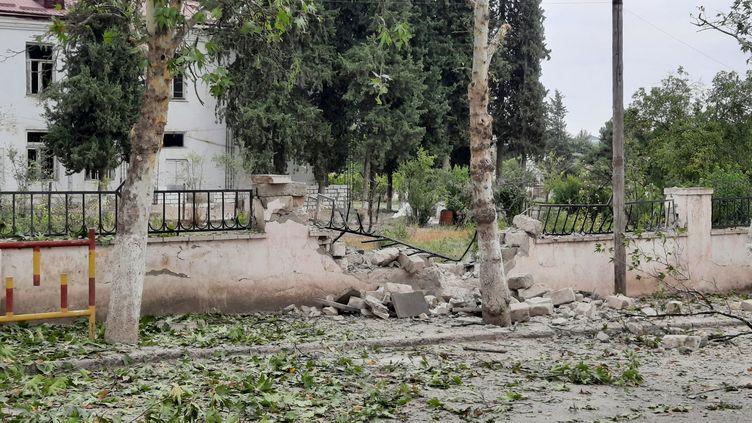 Le village arménien de Martouni, dans le Haut-Karabagh, bombardé pour le cinquième jour d'affilée par l'artillerie azérie, le 1er octobre 2020. (CLAUDE BRUILLOT / RADIO FRANCE)