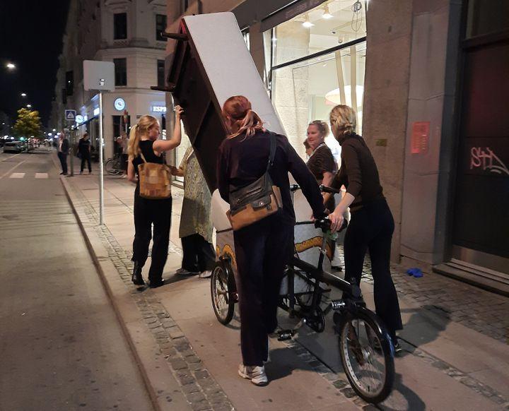 Un déménagement dans les rues de Copenhague. A vélo, forcément. (AGATHE MAHUET / RADIO FRANCE)