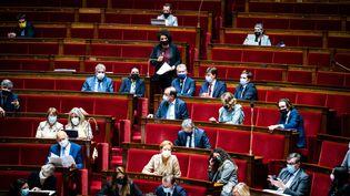 Des députés à l'Assemblée nationale, le 13 juillet 2021. (XOSE BOUZAS / HANS LUCAS / AFP)