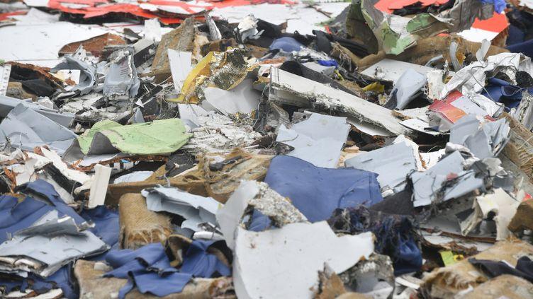Des débris retrouvés en mer de Java pouvant appartenir au Boeing de Lion Air qui s'est écrasé, le 29 octobre 2018. (ADEK BERRY / AFP)
