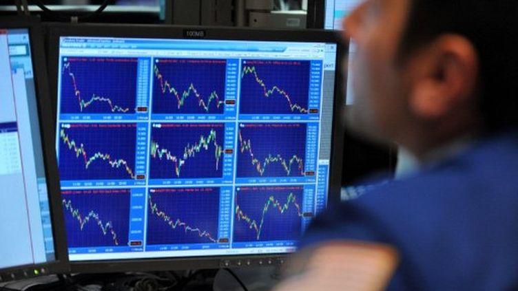 Une série d'indices boursiers s'affichent tous dans le rouge, le 4 août 2011 à Wall Street (AFP/STAN HONDA)