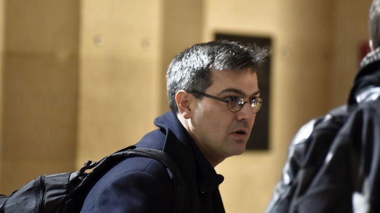 Le leader du groupe de Tarnac, Julien Coupat, arrive au palais de justice de Paris, le 14 mars 2018. (PATRICE PIERROT / CROWDSPARK / AFP)