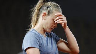 La joueuse française Fiona Ferro lors de son 8es de finale à Roland-Garros, lundi 5 octobre 2020. (STEPHANE ALLAMAN / DPPI / AFP)
