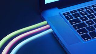 Les méandres et les couacs de l'installation de l'internet ultra rapide. Illustration (GETTY IMAGES / DIGITAL VISION)